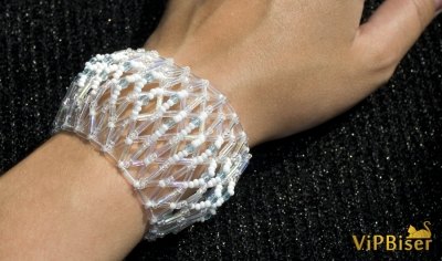 Simple and Delicate Beaded Bracelet with Bugle Beads. 3D Tutorial